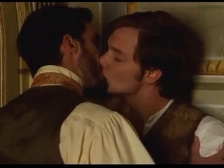 Batllori desnudo y beso gay Stella Cadente