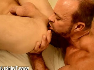 Twink sex gratefully, muscle daddy Casey has some ideas of how to